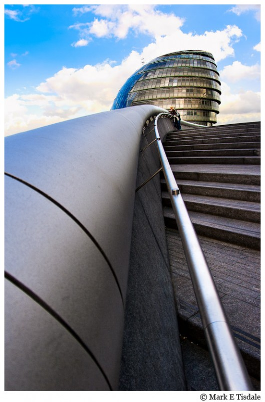 Photo of the beautiful modern architecture of London's City Hall